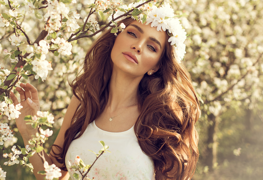 orogold-transition-your-skin-care-routine-into-spring-woman-with-flowers